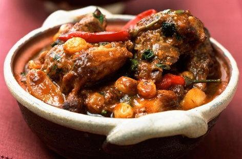 Lamb stew with curry and raisins