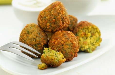 Sweet potato and pea falafel with yogurt and herb sauce | Tesco Real ...
