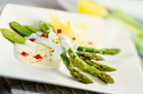Asparagus with paprika & cream