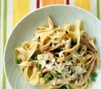 Tagliatelle with chicken, peas and Parmesan