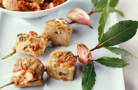 Tuna kebabs marinated with shallots | Tesco Real Food