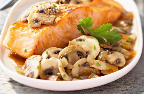 Pieces of salmon with button mushrooms