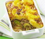 Leek, potato and minced beef cheese-topped dish