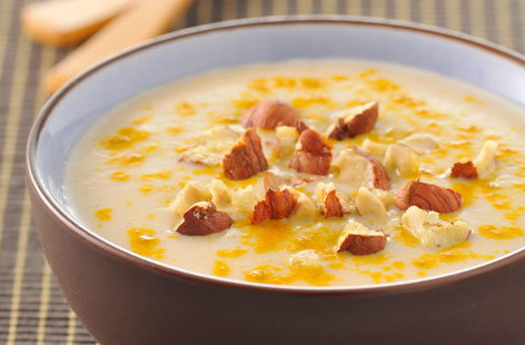 Cauliflower soup with hazelnuts