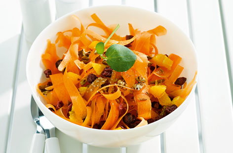 168239 carrot and dried fruit salad with yoghurt and orange sauce THUMB