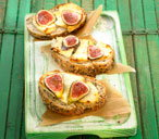 171779 goat's cheese and fig toasted open sandwich THUMB