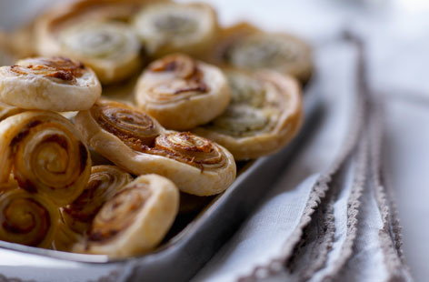 Tomato and pesto palmiers