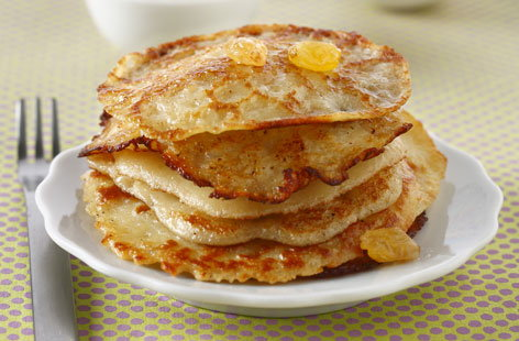 Small stacked pancakes with raisins