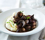 Kidneys in red wine and mushroom sauce