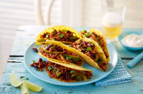 Tacos filled with chilli