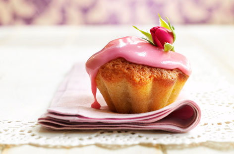 Almond cakes with rose-scented icing