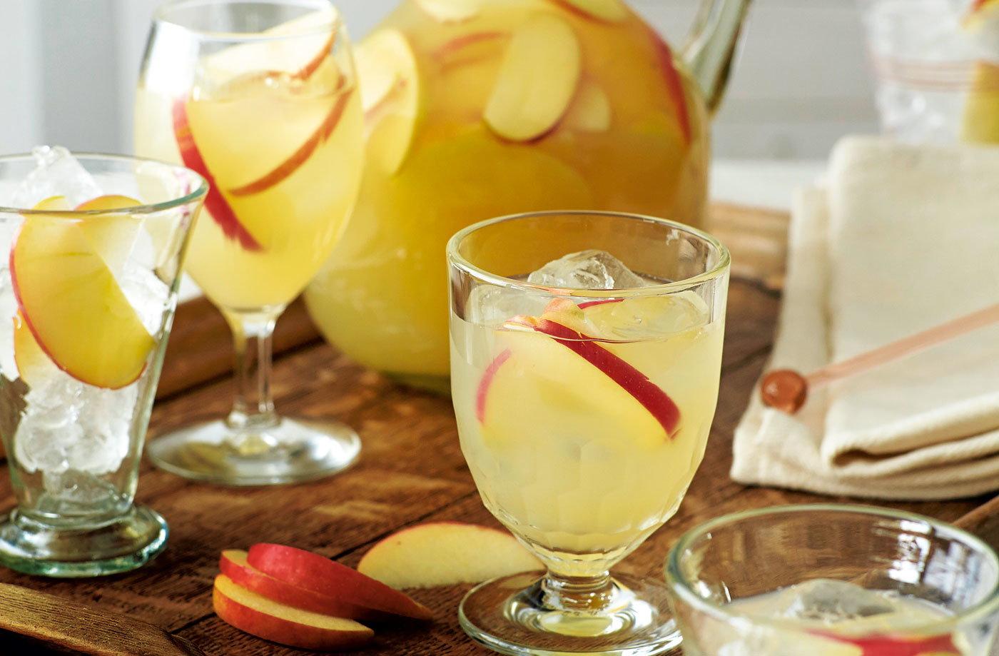 Apple vodka and ginger beer cocktail tesco real food for Cocktail ginger beer