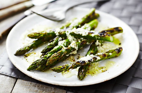 Barbecued asparagus