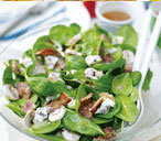 Blue cheese salad with bacon and spinach
