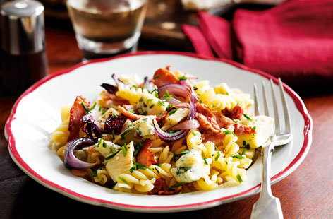 Bacon, red onion and blue cheese pasta