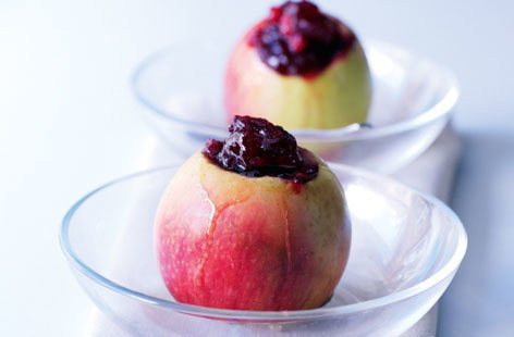 Baked apples with cranberry sauce HERO