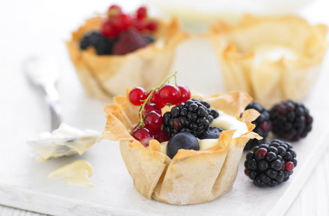 Blackberry and cream summer tarts