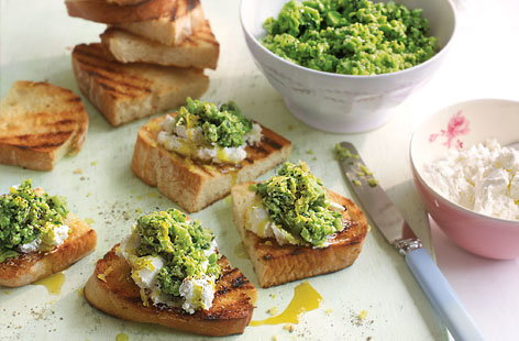 Broad bean mint and goat's cheese crostini THUMB