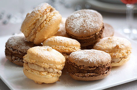 Chestnut and chocolate macarons