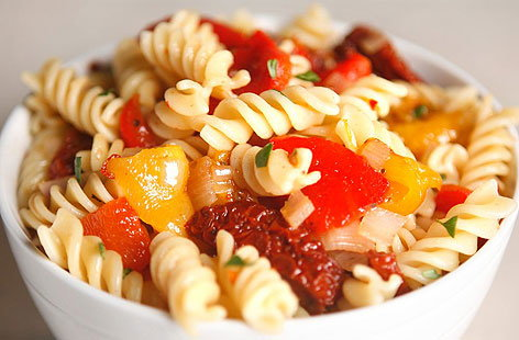 Fusilli with roasted peppers and sundried tomatoes 001