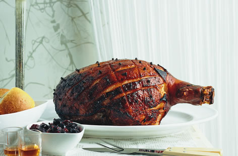 Gingerbread spice glazed ham with cherry relish
