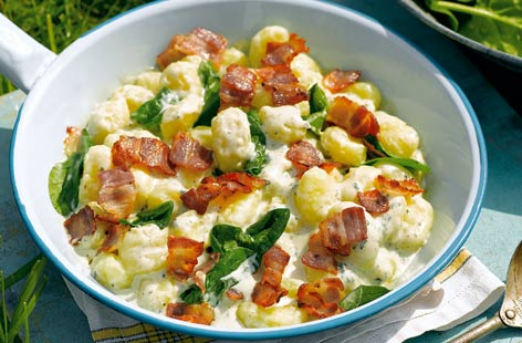 Gnocchi with blue cheese, bacon and spinach