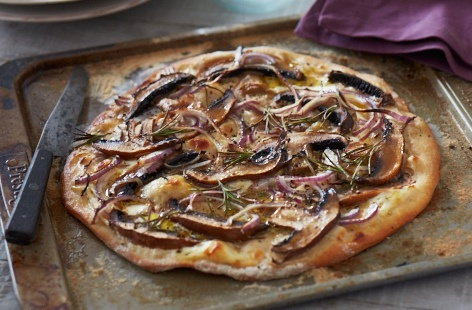 BBQ pizzas with mushrooms and red onion