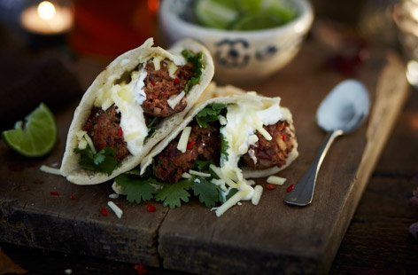 Chilli con carne kebabs