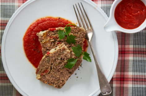 Italian meatloaf with spiced tomato sauce