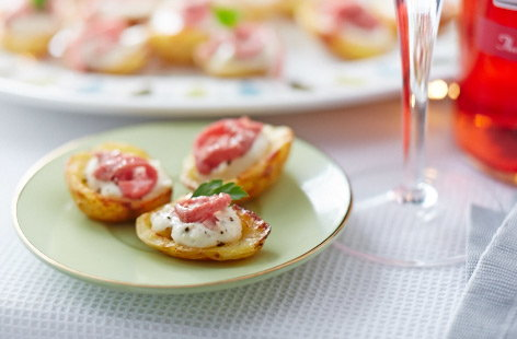Stuffed potato skins with roast beef and horseradish sauce