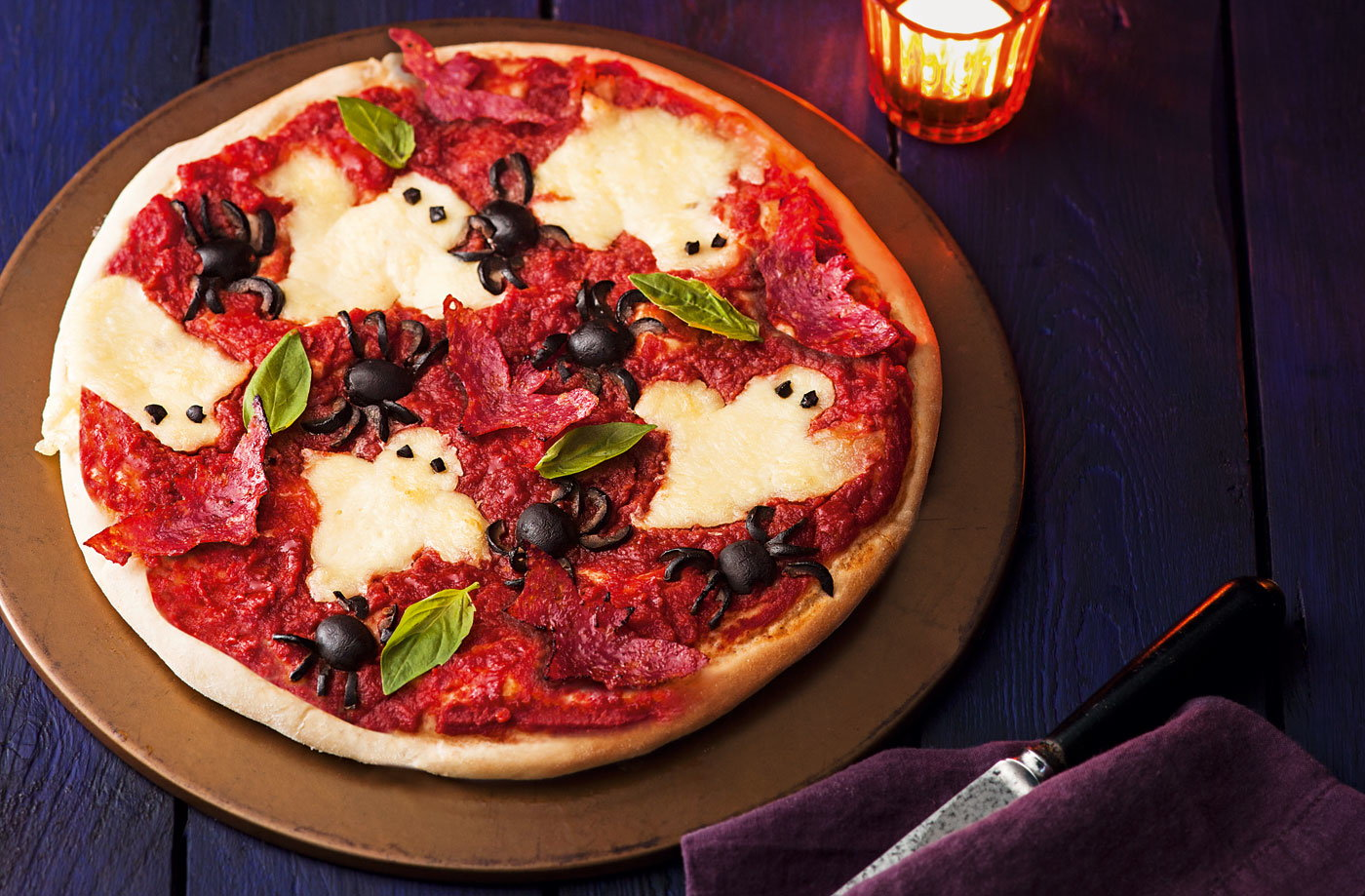 Haunted pizza recipe halloween meal tesco real food for Cuisine halloween