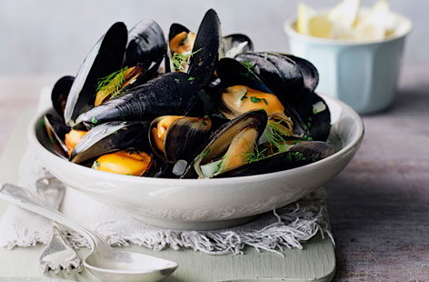 Moules marinières with fennel