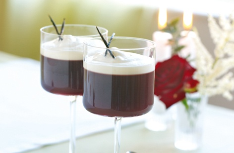 Mulled wine jelly with vanilla ice cream