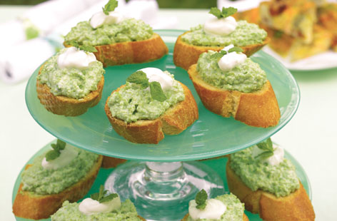 Pea and mint bruschetta hero