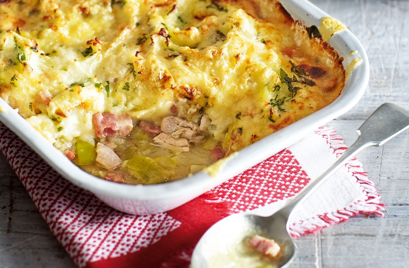 Chicken, Bacon And Leek Cottage Pie Recipe | Midweek Meals | Tesco ...