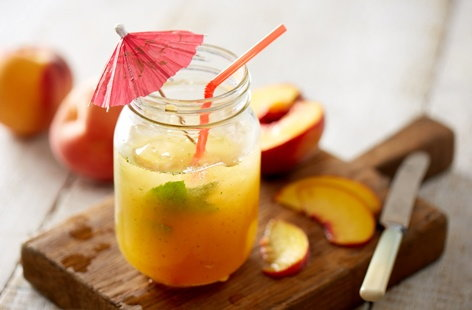 Peach and mint fizz