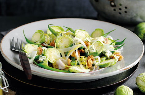 Raw sprout and walnut salad with Gorgonzola
