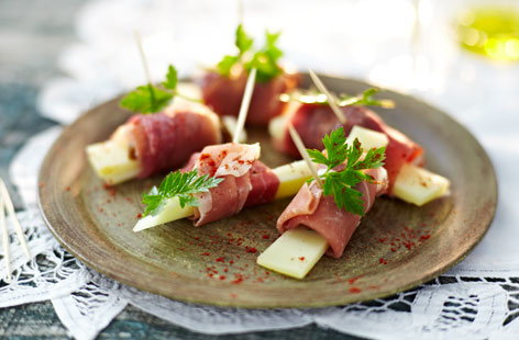 Ham, fig and Manchego canapes