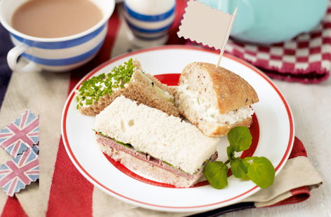 Cream cheese and cucumber sandwich