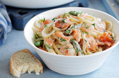 Smoked salmon and prawn linguine THUMB