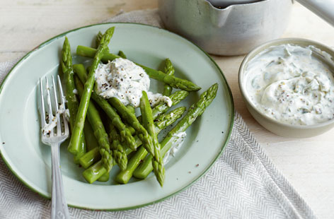 Steamed asparagus with creme fraiche HERO