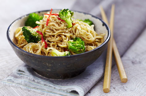 ThaiChinese coconutnoodleswithbroccoliandsesameseeds Th