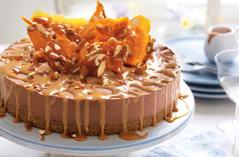 Chocolate cheesecake with almond brittle