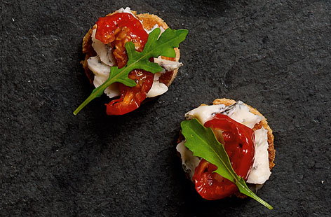 crostini with gorgonzola canape THUMB