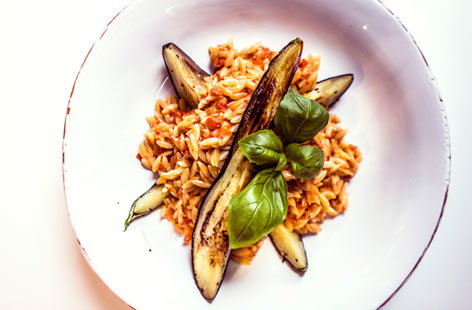 Red pepper orzo