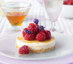 Honey cheesecake with berries