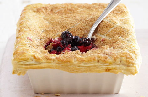 Mixed berry pie with cinnamon crust