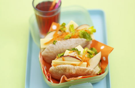 Mini pittas stuffed with cheese