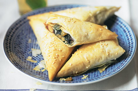 spinach date filo triangle THUMB