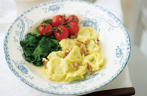 tortellini with spinach and walnuts THUMB